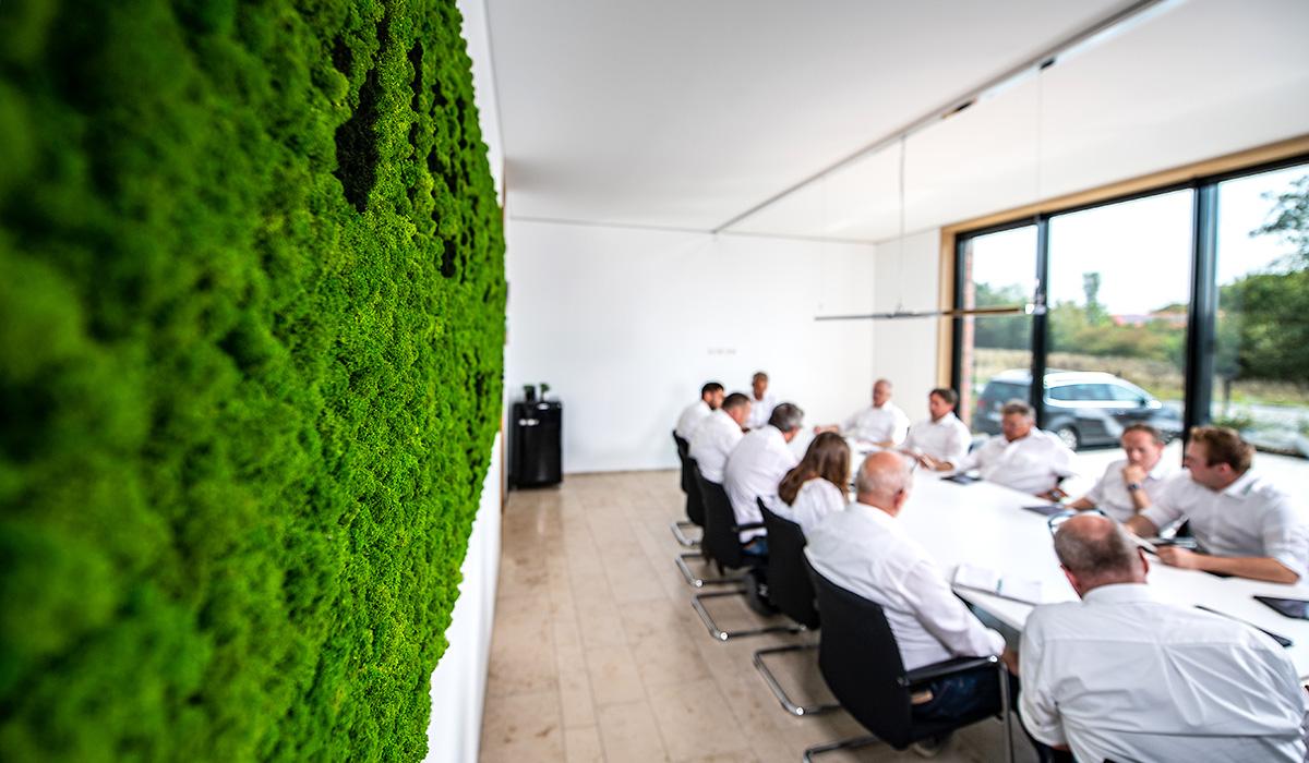 Mitarbeiterbesprechung im Konferenzraum der Venneker Zentrale in Nordkirchen.